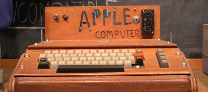 first-apple-computer-apple-1-with-home-made-wooden-case